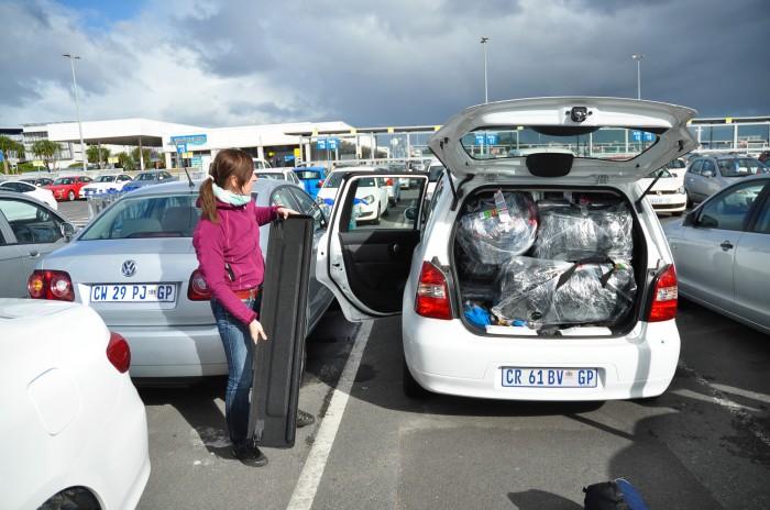 Chvíľu to vyzeralo dramaticky, náš Nissan  Livina to zvládol. (foto: Adam)