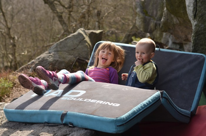 Boulderprckovia Nela a Teo na Sněžníku (foto: Aďa)