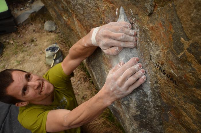Niekedy ani šípka na skale nie je úplne korektne nakreslená.