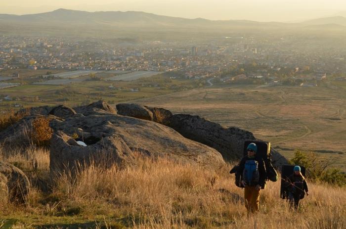Stačí vziať bouldermatku na chrbát a vykročiť nad mesto (foto: Oli)