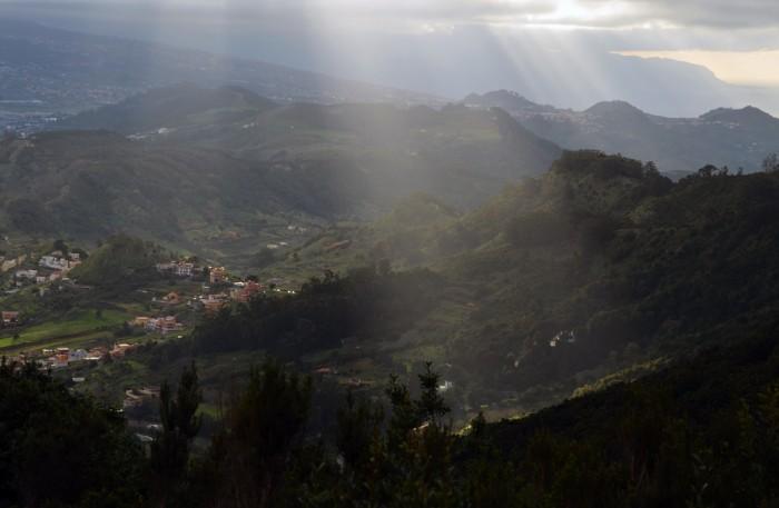Pohľad z Anagy do útrob ostrova (foto: Oli)