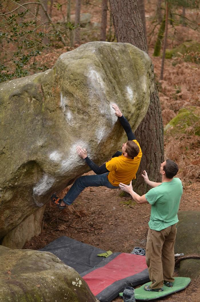 Boulder síce nie je vysoký, ale to neznamená, že sa z neho nedá zle spadnúť.